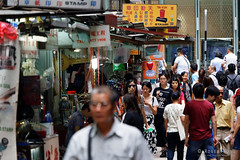 20160827-12-Hong Kong streets (Roger T Wong) Tags: 2016 hongkong rogertwong sel70300g sony70300 sonya7ii sonyalpha7ii sonyfe70300mmf2556goss sonyilce7m2 crowded market neon people shops signs streets travel