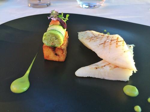 Aiguillette de Saint-Pierre quadrillée, spirale de courgette et son caviar, panisse å la tomate et olives, sauce anchoïade