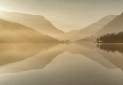 Padarn lake reflection.