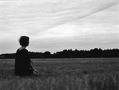 Paulina (Juliet Alpha November) Tags: ilford delta 100 analogue analog medium format mittelformat 120 645 bw sw rollfilm outdoor portrait portrt meadow wiese jan meifert