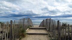 (LILI 296 ...) Tags: canonpowershotg7x palavaslesflots plage chemin mer france mditerrane cloture piquet nuage sable horizeon hrault