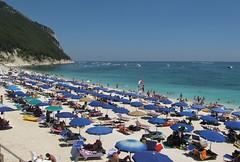 Sassi neri (N I C K ......1 8 2 8) Tags: ancona sole sea spiaggia wave windsurf people italy sun italian onde offshore barca boat nick1828 mare sirolo conero