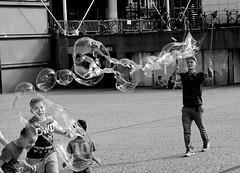 Bubbles (Clothaire Legnidu) Tags: fuji xt1 paris bulles bubbles jeu game enfants children noiretblanc nb bw bn beaubourg