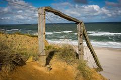 broken fence (edelstoff.de) Tags: sea meer kste coast strand brandung surf beach sylt schleswigholstein germany cliff