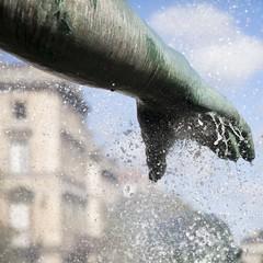 Matrise de l'eau (Gerard Hermand) Tags: 1609064293 gerardhermand france bordeaux canon eos5dmarkii formatcarr fontaine fountain monumentauxgirondins statue sculpture bras arm main hand eau water bronze