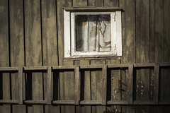 Detail of decaying cabin (Helena Normark) Tags: decayingcabin abandonedcabin oldcabin oldwindow ringvl trondheim srtrndelag norway norge sonyalpha7ii a7ii voigtlnder cv5015 nokton5015 nokton50mmf15