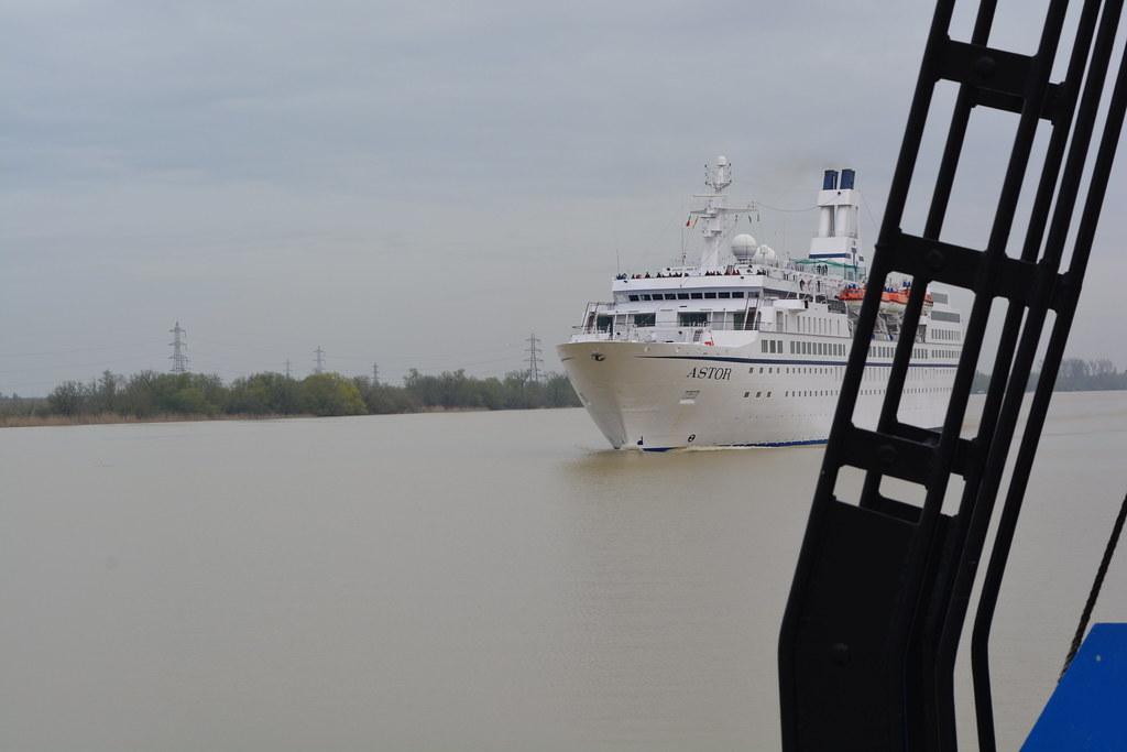 Accostage du paquebot ASTOR depuis le remorqueur RM MEDOC - Bordeaux - 01 avril 2013