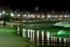 A noite da Praia de Copacabana (mariohowat) Tags: riodejaneiro cidademaravilhosa mygearandme mygearandmepremium mygearandmebronze mygearandmesilver mygearandmegold photographyforrecreation rememberthatmomentlevel1 rememberthatmomentlevel2