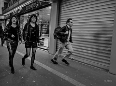 street (Jack from Paris) Tags: street bw paris women shot angle noiretblanc candid wide f45 asie 24mm monochrom capture 13 rue femmes mouvement lightroom 75013 nx2 nikond700 nikkorafs24mmf14ged jpr7995d700