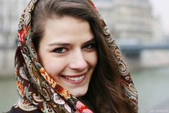 Comtesse Sofia x The Minimalist - A smile and a Parisian Island - (FX Rousselot) Tags: street summer urban paris france flower fleur scarf square de french spring women pattern tie style best clothes trendy romantic casual foulard foulards scarves elegant mode printemps accessoires femmes tying ete accessory carre romantique sciarpe vetement nouer