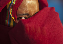 Sudanese Woman Hiding Her Face Under A Veil, Khartoum, Sudan (Eric Lafforgue) Tags: africa portrait eye horizontal outdoors photography day veiled veil northafrica soedan sudan womanonly hiding niqab khartoum oneperson soudan northernafrica traditionalclothing realpeople traveldestinations colorimage onewomanonly lookingatcamera redcolor  1people szudn sudo  northernsudan northsudan      xuan ert8339