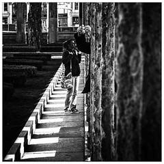 Behind the column   (2013_05442) (Thierry Lubin (www.meinstream-fotografie.de )) Tags: street people blackandwhite bw berlin blackwhite fotograf april sw schwarzweiss zentrum mitte centrum thierry lubin altenationalgalerie berlinmitte 3570mm schwarzundweiss thierrylubin deutschlandgermanyallemagne meinstream meinstreamfotografie
