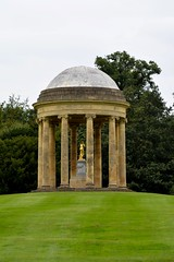 The Rotunda, Stowe House (bodythongs) Tags: uk school england house english home statue gardens garden golf nikon venus nt buckinghamshire lawn course palais angleterre stowe rotunda buckingham nationaltrust estatua bucks standbeeld stately standbild vanbrugh تمثال статуя gradeilisted άγαλμα تندیس d5100 bodythongs statua塑像상पुतळा சிலை塑像مجسمہ