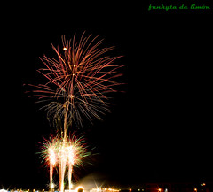 fuegos artificiales 6 (funkyta de limn) Tags: longexposure light party lightpainting luz canon painting de la long exposure fireworks feria badajoz pedro serena moraga pintura fuegosartificiales fuegos larga villanueva artificiales exposicin extremadura limn largaexposicin atanasio funkyta pinturadeluz funkytadelimn pedroatanasiomoraga