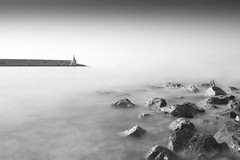 El faro (Rafael Dez) Tags: espaa castellon peiscola mar blancoynegro minimal rocas rafaeldez largaexposicin agua filtro faro