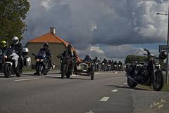 Snubbe som kte fram o tillbaka #3 (George The Photographer) Tags: turinge sdermanland sweden mlarenrunt lnsvg e3 gamlae3 folkfest byggnad fordon vg uppvisning motorfolk motorintresserade sammankomst motorcykel mc ratbike sidovagn skinnknutte skinnbuse fattigstugan bikers people se
