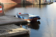 Mllfischer II (Foto-Aestheticus) Tags: small boat ship water sun sunlight light summer outside outdoor jetty wood blue red rust rusty sign garbage harbor harbour canon bremerhaven old germany