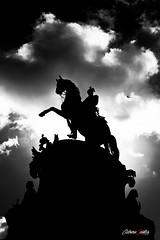 Dramatismo (adrivallekas) Tags: estatua caballo statue horse sanpetersburgo stpetersburg russia rusia blackandwhite bw blancoynegro byn bn clouds nubes skies sky light contraluz backlight canon canoneos6d travel trip