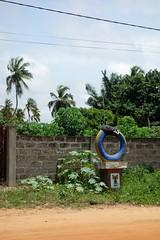 DSC05739 (noémiegirardet) Tags: slaves esclave marche colonialisme souffrance animism vaudou ouidah bénin afrique africa walk ritual totem