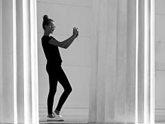 Fotografin (heinzkren) Tags: foto selfie frau dame mdchen girl modell model tempel wien vienna austria park burggarten volksgarten sw monochrom monochrome schwarzweis sule theseustempel pose street streetfoto stein donna woman black