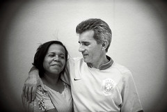 MOM&DAD (Felipe Carvalho.) Tags: family original brazil portrait bw white black cute love film smile fashion branco brasil hair parents holga hug couple hand retrato amor no awesome gray grain stroke pb preto nike lindo filter e mao and oficial cabelo camisa borda abraco blackwhitephotos 135bc