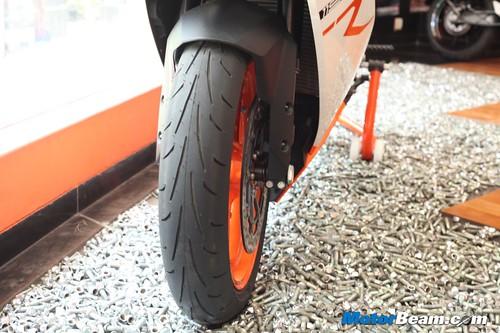 KTM-RC8R-India-04