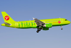 VP-BOG S7 - Siberia Airlines Airbus A320-214 (Osdu) Tags: airplane airport aircraft aviation aeroplane airbus aviao flugzeug avin aereo spotting dme avion a320 avia s7 vliegtuig flygplan planespotting   aeroplano lentokone  samolot uak flugvl domodedovo   luftfahrzeug lennuk  siberiaairlines   uudd  letoun a320 fastvingefly aroplanum vpbog