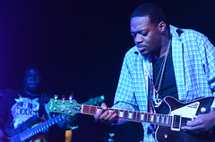 Eric Gales and Orlando Thompson, with Magneto Velvet Guitar (Rob Bellinger) Tags: music rock metal america photography hall orlando eric guitar african memphis live nick performance blues velvet gales american hayes performer thompson magneto ladonna manic minglewood