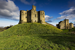 Signs of Spring (Chris Lishman) Tags: uk castle heritage spring ancient ruin northumberland fortress iconic daffodils springflowers warkworthcastle warkworth springcolour chrislishmanphotography chrislishmanfineartphotography iconiccastle