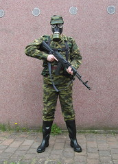 SAM_0524 (zeesenboot) Tags: camo camouflage gasmask wellies reenactment rubberboots gummistiefel airgun airrifle kalashnikov luftgewehr gasmaske tarnanzug kalaschnikow schutzmaske abcschutz