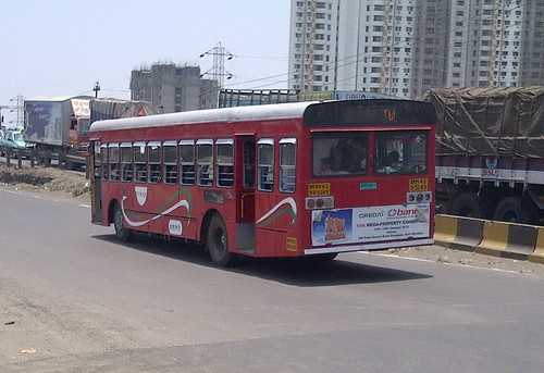BINWA rebuilt JNNURM NMMT doing 60 to Vashi Bus Station