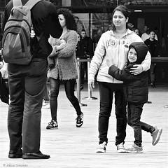 DSCN2205 (Akbar Simonse) Tags: dscn2205 rotterdam rotjeknor roffa holland netherlands nederland people candid woman child kid streetphotography straatfotografie zwartwit bw blancoynegro bn monochrome vierkant square akbarsimonse