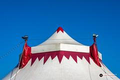 Circustent Circus Louis Knie (Fotografie, Gouda) Tags: circusknie gouda circustent circus bluesky symmetrie symmetry minimalism minimaal tentdak roof rinuslasschuyt lasschuyt nikon nikond7200