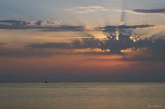 Perdu sur l'ocan / Lost on the ocean (YS-Photography) Tags: adriatique paysagesmarins coucherdesoleil mer publication sea