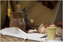 Renaissance meal (HP016751) (Hetwie) Tags: kerk church kapel notredamedupuy stmichel maaltijd eten meal renaissancefeest leroideloiseau cathedrale frankrijk lepuyenvelay auvergne leroideloiseau