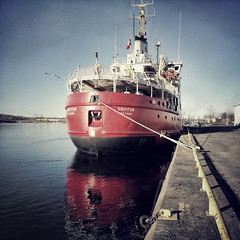 CCGS Griffon (Richard Pilon) Tags: ontario canada ice st river march lawrence spring cornwall harbour ottawa icebreaker stlawrenceriver seaway griffon iphone ccgs iphoneography hipstamatic