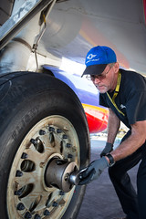 airplane tire change (Southwest Airlines) Tags: southwest plane airplane tire 737 southwestairlines tirechange
