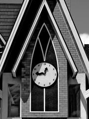 (y u u z o) Tags: clock index relógio gramado ponteiros