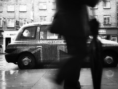 London's Calling: Rainy Days (@robson_santos) Tags: street bw london rain st photography high camden cab taxi days rainy umbrellas londoncalling iphone rainydays passingby streetsoflondon mobilephotography robsonsantos iphoneography umbrellaslovers nw10lt