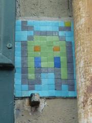 La Grenouille Masque (Archi & Philou) Tags: streetart mosaic copycat tiles pixelart paris13 mosaque carreau