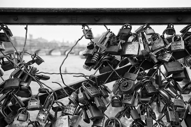 pont des arts  .  love hurts
