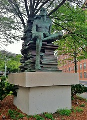 Evert (ArtFan70) Tags: sculpture usa art statue america ma unitedstates massachusetts books lynn trainstation mbta tstation evert businessdistrict ralphhelmick helmick mbtastation lynnbusinessdistrict lynntstation