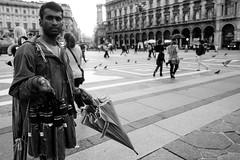 Milano 14:00 18:00 (paola rizzi) Tags: nikon milano duomo biancoenero juventus isola paolarizzi