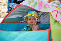 Sin ttulo (Eduardo Valero Suardiaz) Tags: nia babe baby girl playa beach guapa beautiful sombrero gorra gorro hat chupete pacifier