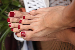 Andi (IPMT) Tags: toenail sexy toes polish foot feet pedicure painted toenails pedi zoya barefoot barefeet rojo red creme vermelho descalza warm andi medium blue toned silver shimmer