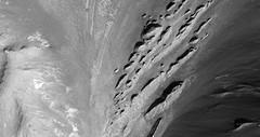 ESP_011662_1750 (UAHiRISE) Tags: mars nasa mro jpl universityofarizona landscape geology science