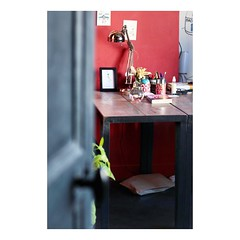 La porte ouverte (tifanm_laurent) Tags: light lumiere door interior interieur design decoration bureau porte murrouge