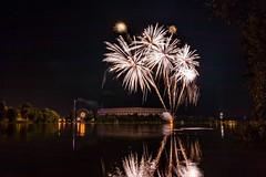 Happy Bombs (M-Z-Photo) Tags: nrnberg bayern deutschland de feuerwerk langzeitbelichtung volksfest wasserspiegelung