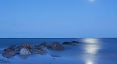 Blue hour Baltic Sea (kalakeli) Tags: balticsea ostsee august 2016 blauestunde bluehour longexposure langzeitbelichtung buhnen meer ocean sea water wasser blue moon mond 30secs nd ndfilter