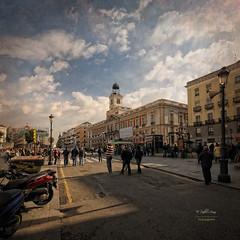 (320/16) La Puerta del Sol en obras (Pablo Arias) Tags: pabloarias photoshop nxd cielo nubes texturas arquitectura obras puertadelsol madrid comunidaddemadrid